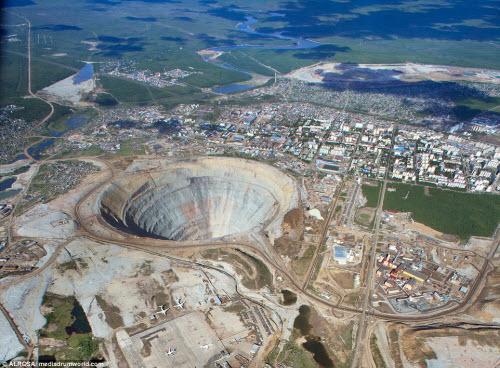"""Khám phá hố khổng lồ """"đẻ"""" kim cương nhiều nhất thế giới - 2"""