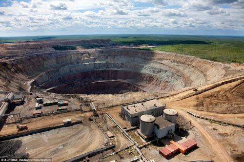 """Khám phá hố khổng lồ """"đẻ"""" kim cương nhiều nhất thế giới - 5"""