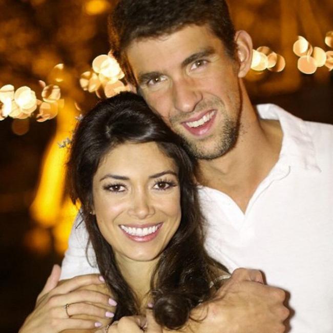 Michael Phelps hiện là kình ngư người Mỹ nổi tiếng nhất tại Thế vận hội Olympic Rio 2016. Sau mỗi lượt bơi, kình ngư người Mỹ đều tới bên vợ sắp cưới - Nicole Johnson và cậu con trai nhỏ hơn 2 tháng tuổi để có thêm động lực.
