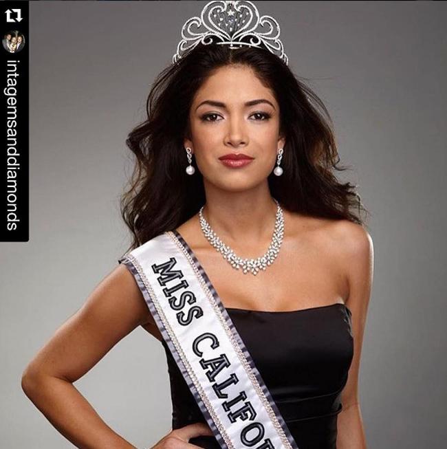 Nicole Michele Johnson sinh năm 1985, từng đăng quang Hoa hậu California 2010 và nằm trong Top 10 Hoa hậu Mỹ 2010.