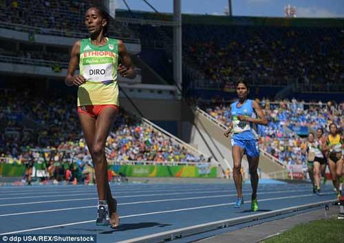 """Chạy 3000m chỉ 1 giày vẫn """"bay"""" vào chung kết Olympic - 1"""