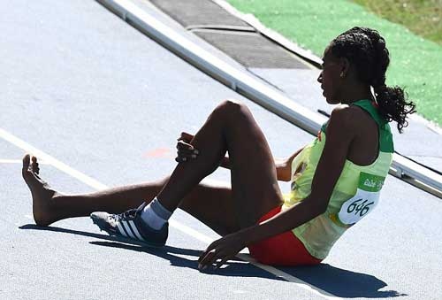 """Chạy 3000m chỉ 1 giày vẫn """"bay"""" vào chung kết Olympic - 7"""