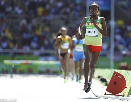 """Chạy 3000m chỉ 1 giày vẫn """"bay"""" vào chung kết Olympic - 4"""