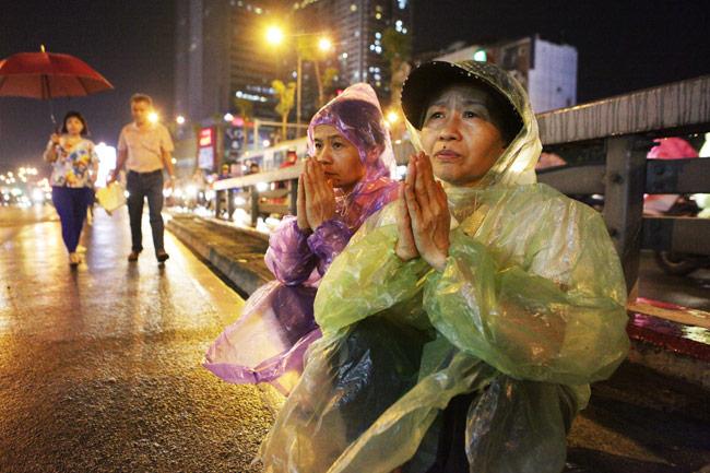 Ảnh: Biển người đội mưa nghe giảng kinh Vu Lan ở Hà Nội - 6