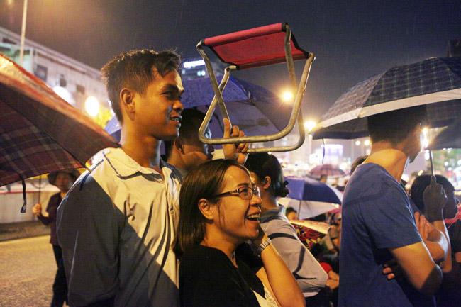 Ảnh: Biển người đội mưa nghe giảng kinh Vu Lan ở Hà Nội - 7