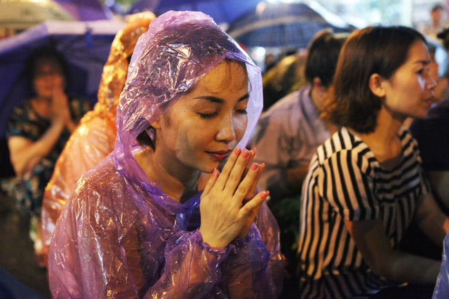 Ảnh: Biển người đội mưa nghe giảng kinh Vu Lan ở Hà Nội - 8