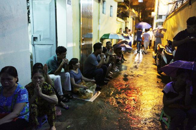 Ảnh: Biển người đội mưa nghe giảng kinh Vu Lan ở Hà Nội - 12
