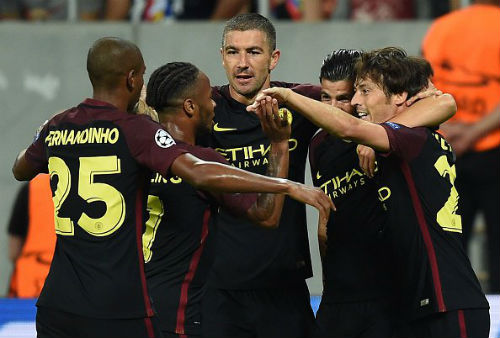 """Man City thắng lớn: Sterling """"lên mây"""", Aguero thoát tội - 1"""