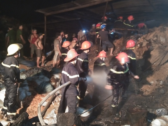 Công ty dệt cháy dữ dội, huy động PCCC 2 tỉnh dập lửa - 1