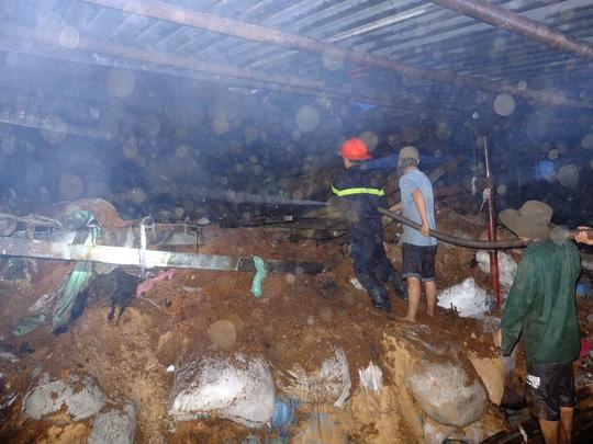 Công ty dệt cháy dữ dội, huy động PCCC 2 tỉnh dập lửa - 2