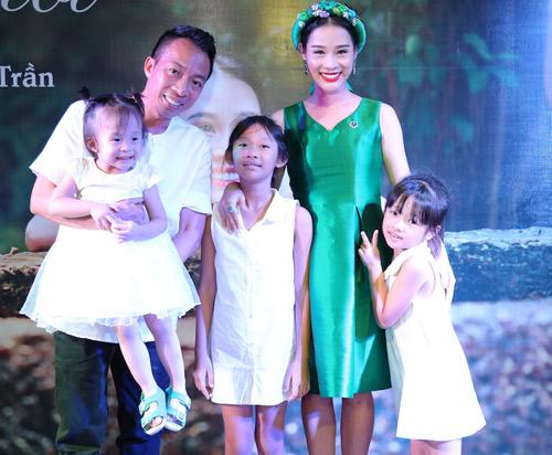 """Cuộc tình """"khó tin"""" của Việt Hoàn và cô vợ kém 18 tuổi - 2"""