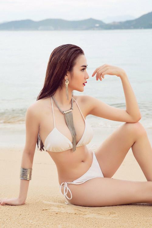 Mỹ nhân đội Phạm Hương sexy với áo tắm khoét xẻ - 4
