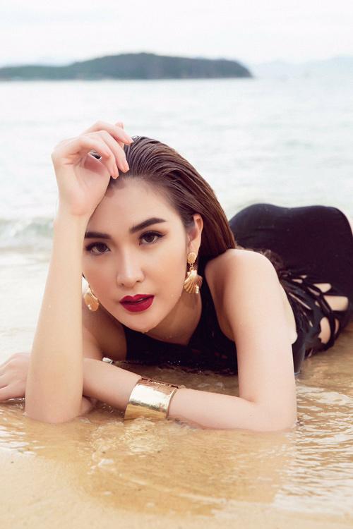 Mỹ nhân đội Phạm Hương sexy với áo tắm khoét xẻ - 6