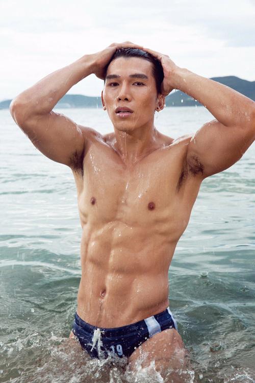 Mỹ nhân đội Phạm Hương sexy với áo tắm khoét xẻ - 11