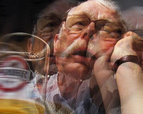 Người đàn ông nhập viện tâm thần vì rượu - 1