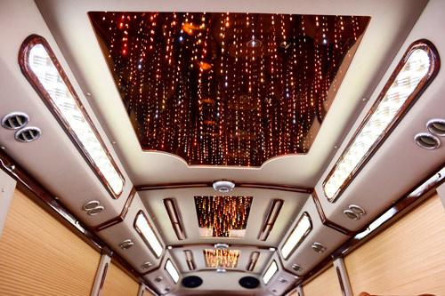 FUSO ROSA DCAR: Dòng xe limousine 19 chỗ đầu tiên tại Việt Nam - 6