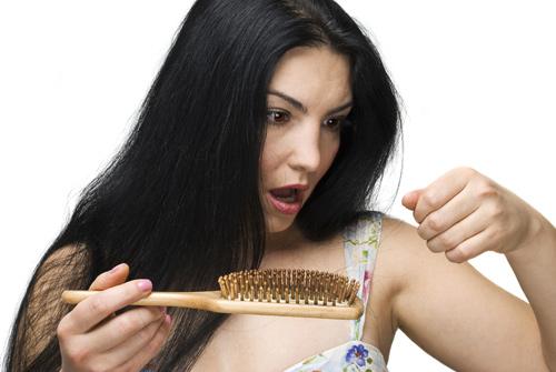 Cảnh báo bệnh nguy hiểm từ chứng rụng tóc quá nhiều - 2