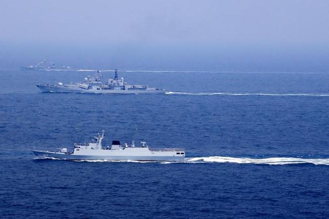 """Nhật tung video tàu cá TQ lũ lượt """"xâm phạm chủ quyền"""" - 1"""