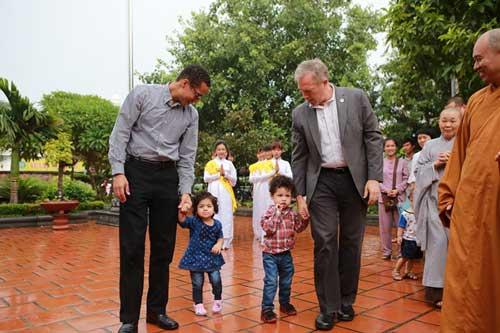 Đại sứ Mỹ đội mưa lên chùa làm lễ Vu Lan - 2