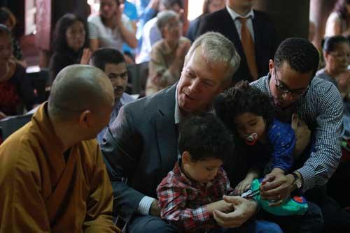 Đại sứ Mỹ đội mưa lên chùa làm lễ Vu Lan - 5