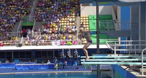 QUÁ TỆ: ĐKVĐ Olympic nhảy cầu kém trẻ tắm sông - 1