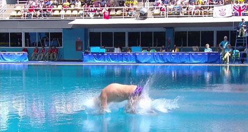 QUÁ TỆ: ĐKVĐ Olympic nhảy cầu kém trẻ tắm sông - 4