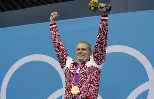QUÁ TỆ: ĐKVĐ Olympic nhảy cầu kém trẻ tắm sông - 2
