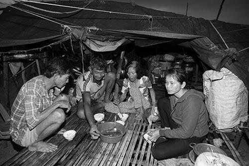 Tâm sự rớt nước mắt của ngàn Việt kiều không quốc tịch - 6