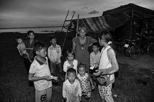 Tâm sự rớt nước mắt của ngàn Việt kiều không quốc tịch - 7