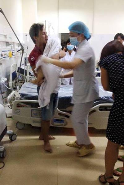 Đau xót, bé trai 3 tuổi tử vong vì hóc hạt nhãn - 1