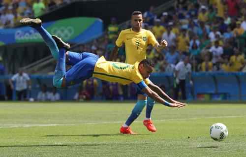 "Brazil - Honduras: Samba đẳng cấp ""6 sao"" - 1"