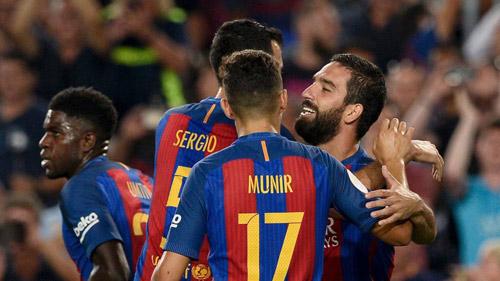 Barca - Sevilla: Phô diễn và nâng cúp - 1