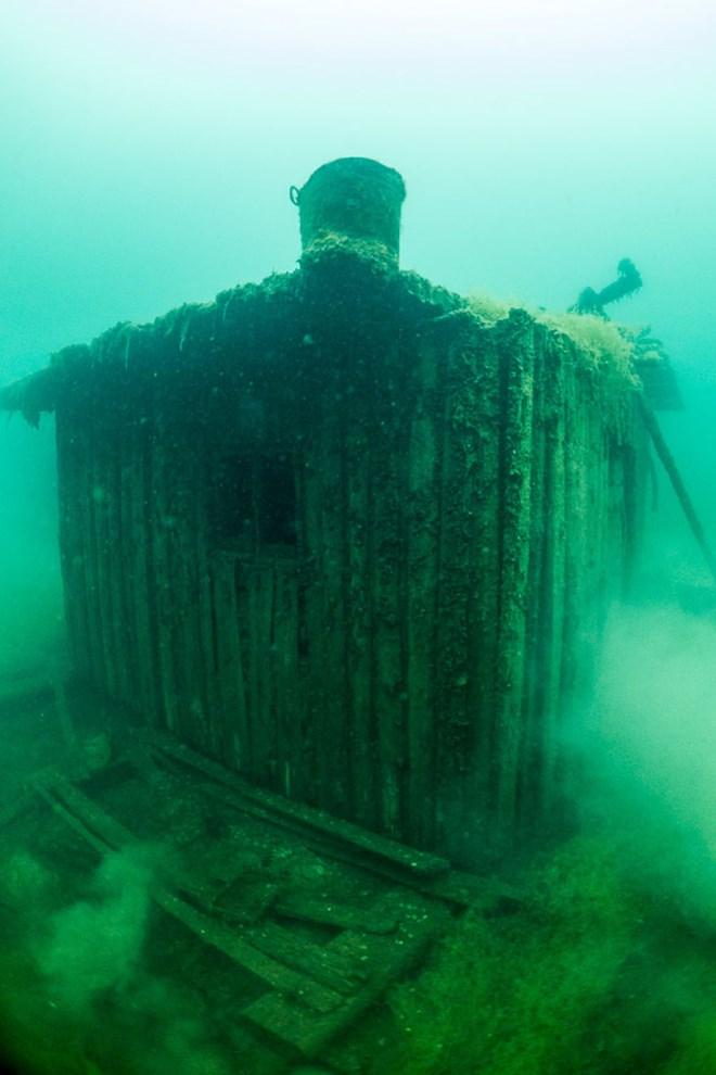 Bí ẩn nhà tù chìm trong biển nước - 9