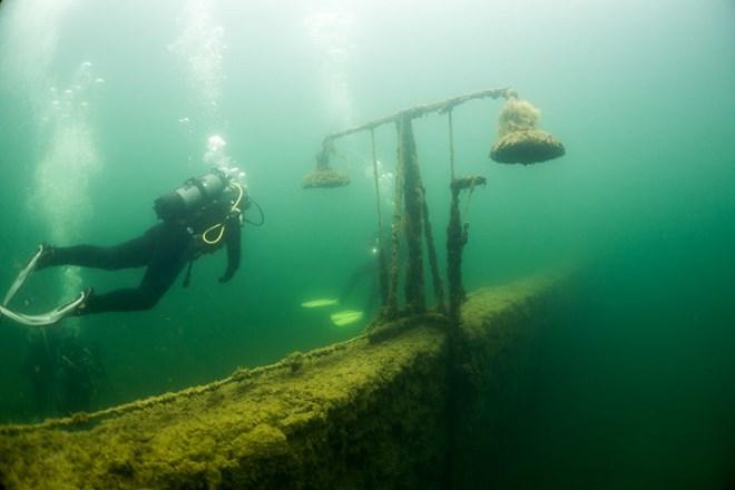 Bí ẩn nhà tù chìm trong biển nước - 5