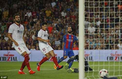 Barca giành Siêu cúp, Turan được ngợi ca hơn Messi - 1