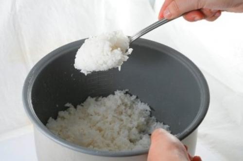 Bữa sáng không nên ăn cơm nguội, thức ăn thừa - 1