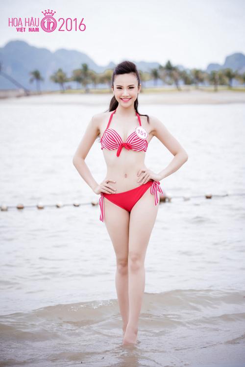 """HOT: Ảnh bikini mới """"nóng rực"""" của thí sinh Hoa hậu VN - 7"""