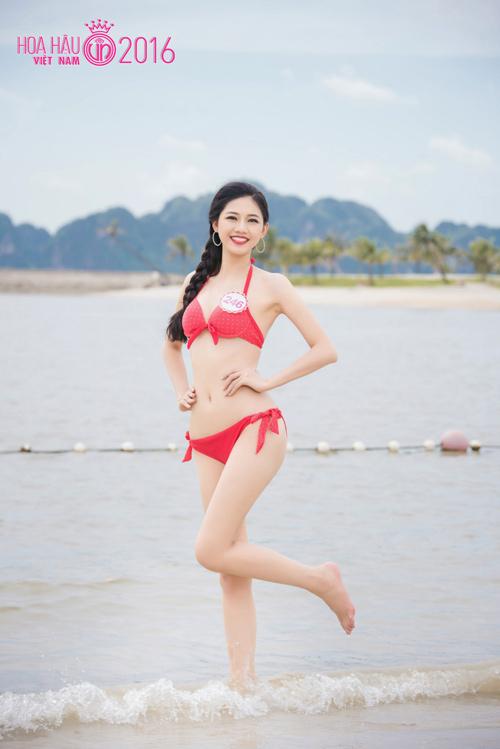 """HOT: Ảnh bikini mới """"nóng rực"""" của thí sinh Hoa hậu VN - 9"""