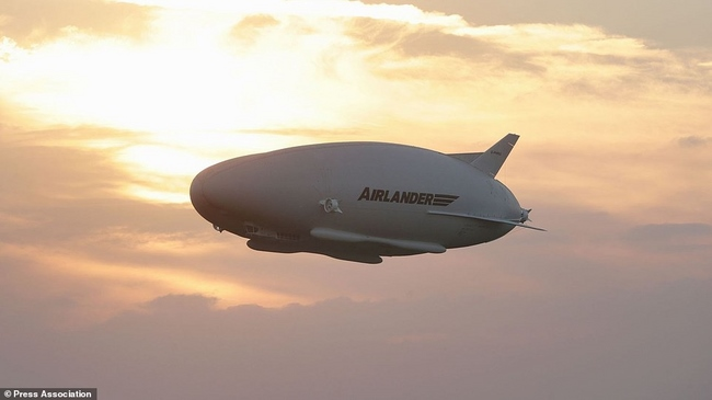 """Máy bay """"chiếc mông"""" to như sân bóng cất cánh lần đầu - 4"""