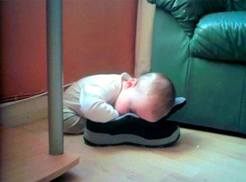 """""""Té ghế"""" với các em nhỏ bạ đâu """"khò"""" đấy! - 6"""