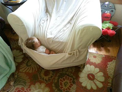 """""""Té ghế"""" với các em nhỏ bạ đâu """"khò"""" đấy! - 7"""