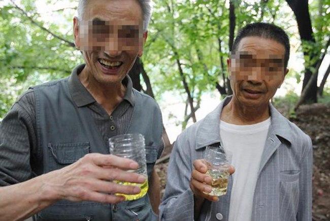 4.000 người TQ uống nước tiểu hằng ngày - 1