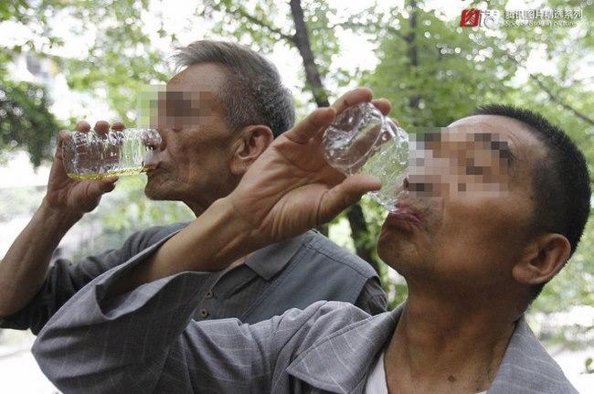 4.000 người TQ uống nước tiểu hằng ngày - 3