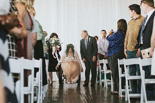 Cô dâu bị liệt 8 năm bỗng đứng dậy trong lễ cưới - 2