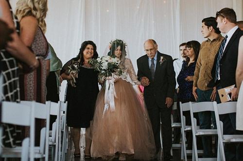 Cô dâu bị liệt 8 năm bỗng đứng dậy trong lễ cưới - 3