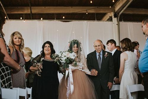 Cô dâu bị liệt 8 năm bỗng đứng dậy trong lễ cưới - 4