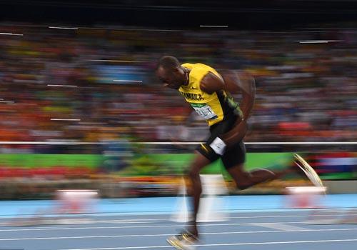 """Bái phục Usain Bolt: Chạy như đùa vẫn """"vô đối"""" - 5"""