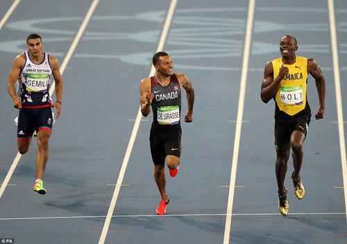 """Bái phục Usain Bolt: Chạy như đùa vẫn """"vô đối"""" - 8"""