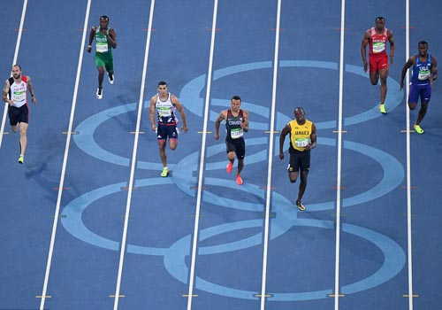 """Bái phục Usain Bolt: Chạy như đùa vẫn """"vô đối"""" - 3"""
