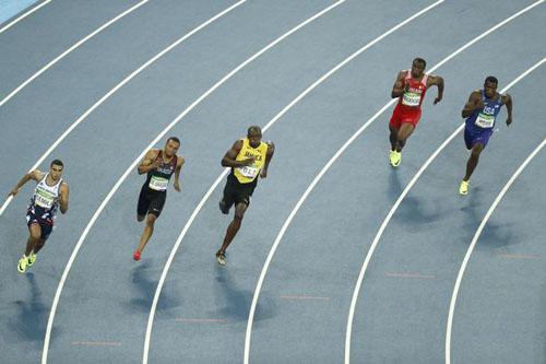 """Bái phục Usain Bolt: Chạy như đùa vẫn """"vô đối"""" - 4"""